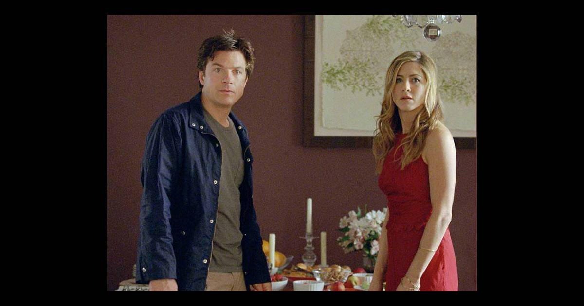 une image du film une famille tr s moderne avec jennifer aniston et jason bateman. Black Bedroom Furniture Sets. Home Design Ideas