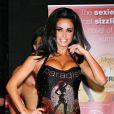 Katie Price très dénudée lors de la séance de dédicaces de son livre Paradise le 28 juillet 2010 à Londres