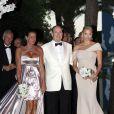 La 62e édition du gala de la Croix Rouge Monégasque, le 30 juillet 2010, a accueilli plus de 800 convives. Le prince Albert présidait la soirée avec sa sublime fiancée, Charlene Wittstock, et sa soeur Stéphanie.