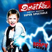 """Dorothée dévoile son nouveau clip, """"Méfie-toi des garçons""""... et les stars qui l'accompagneront à Bercy !"""