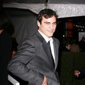 Joaquin Phoenix s'affiche avec son look méconnaissable et pas très propre !