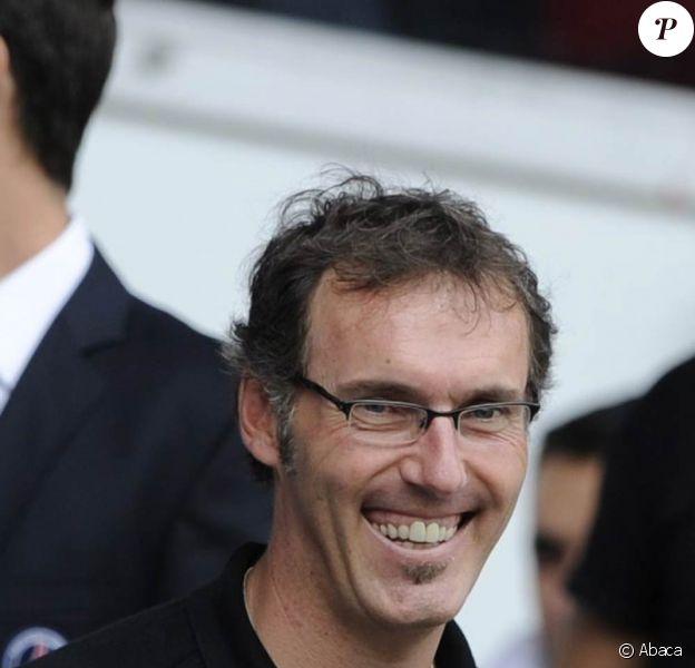Laurent Blanc, sélectionneur de l'équipe de France, mène une vie de famille sereine et exemplaire. Fait amusant, il a fait la connaissance de son épouse, Anne, à l'âge de 6 mois !