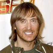 David Guetta : Hésitant, il se tourne vers son public...