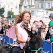 PBLV : Quand Dounia Coesens et Léa François s'affrontent à dos d'ânes !