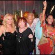 Orlando, Monica Baccardi, Régine, Massimo Gargia, Gérard de Villiers et Hermine de Clermont Tonnerre lors de l'anniversaire de Monica Baccardi et Massimo Gargia au Stefano à Saint-Tropez le 24 août 2010