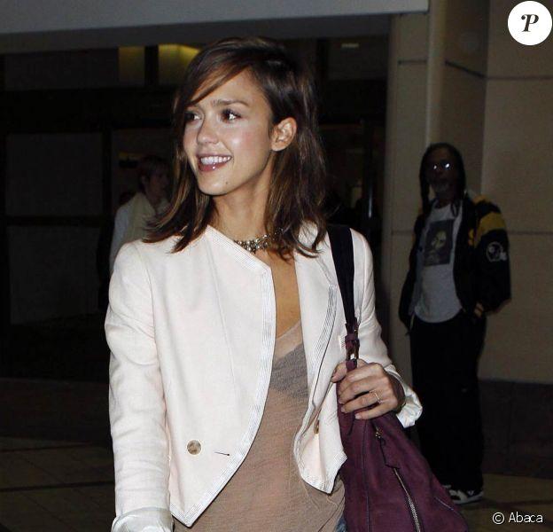Jessica Alba à l'aéroport de Los Angeles, le 2 septembre 2010