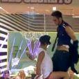 Maxime fait un show avec Benoît et Amélie fait un striptease pour Senna !