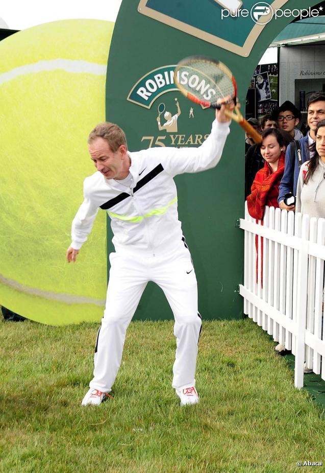 """John McEnroe : un sale gamin qui risque bien de ne jamais changer, sérieusement ! Juin 2010 : il rejoue à Wimbledon la fameuse """"scène"""" de 1981 !"""