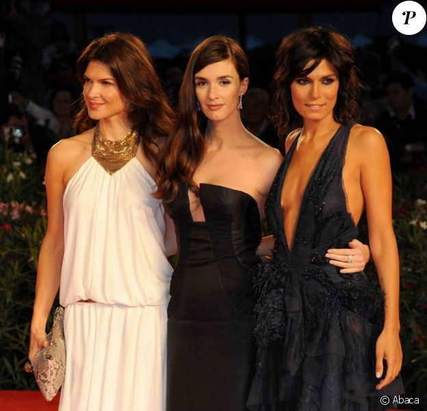 La sublime Paz Vega, entourée de Monica Barladeanu et Valeria Solarino, à l'occasion de la présentation de Gli Angeli Del Male, lors de la 67e Mostra de Venise, le 6 septembre 2010.