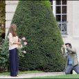 Eva Mendes se promène au Musée Rodin et dans les Jardins du Luxembourg, à Paris, le 9 septembre 2010.