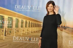 La sublime Jeanne Tripplehorn pleure la perte d'un enfant, sur les planches de Deauville...
