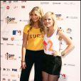 La jolie Delta Goodrem (à gauche) et la pétillante Natasha Bedingfield (à droite) sont elles aussi venues à la soirée Stand up 2 Cancer, vendredi 10  septembre à Los Angeles.