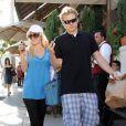 Spencer Pratt et Heidi Montag, à l'époque de leur pseudo-bonheur, se promènent dans les rues de Los Angeles, en novembre 2009