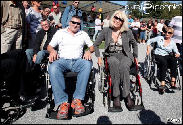 Amanda Lear et Jean-Marie Bigard ont testé la vie en chaise roulante pour l'association Handynamic