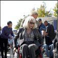 Amanda Lear a testé la vie en chaise roulante pour l'association Handynamic