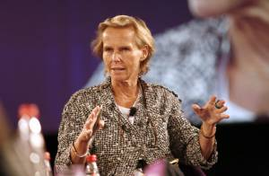Christine Ockrent : son unique allié licencié, la voilà seule pour affronter la grande tourmente chez France 24...