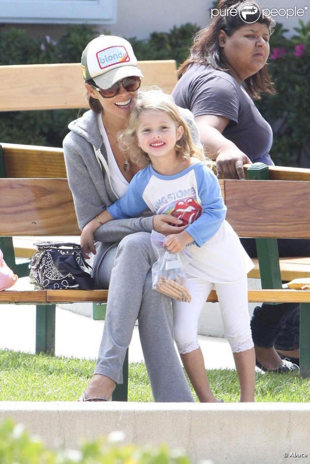 Brooke Burke au parc avec ses deux plus petits enfants, Heaven et Shaya. 17/09/210