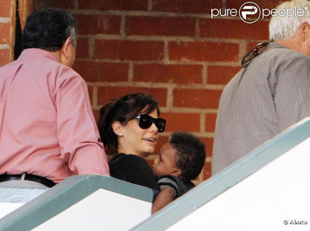 Sandra Bullock et son fils Louis, à Beverly Hills