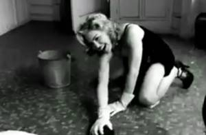 Découvrez Madonna en femme de ménage sexy et tellement décontractée !