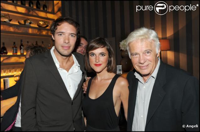Nicolas, Victoria et Guy Bedos lors du concert dans le club L'Arc à Paris le 22 septembre 2010