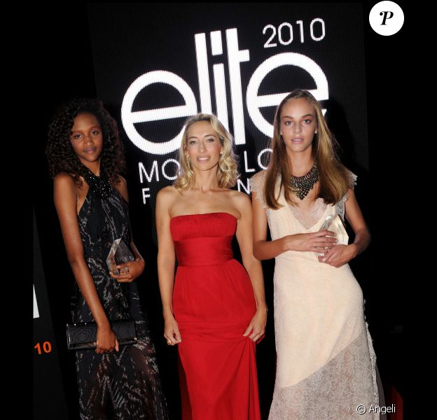 Alexandra Golovanoff entourée de Alma et Coralie lors de la finale Elite Model Look à Paris le 23/09/10