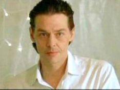 Ari Boulogne : Malgré les rumeurs, le fils supposé d'Alain Delon... va bien !