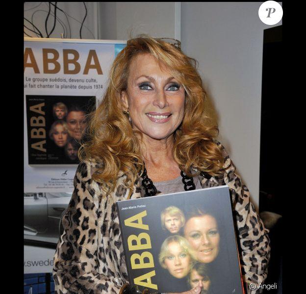 Julie Piétri lors de la soirée pour le lancement du livre ABBA à Paris le 14 octobre 2010