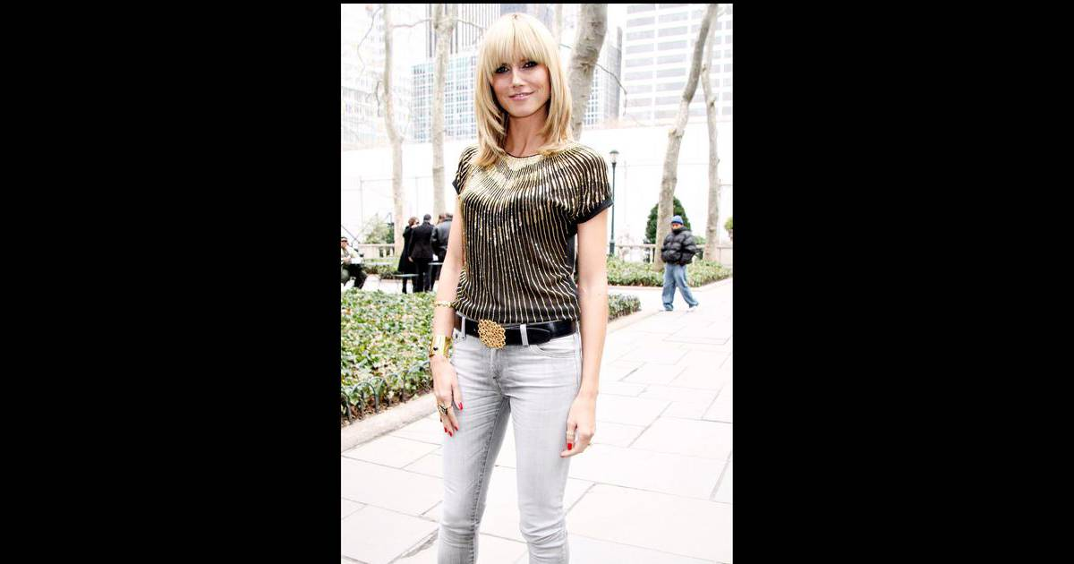 Heidi Klum, joliment frangée, lors de la Fashion Week de ...