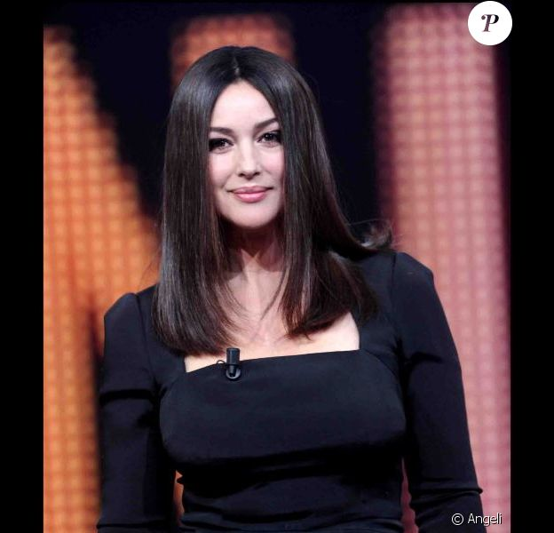 Monica Bellucci sur le plateau de l'émission Chiambretti Night à Milan le 26 octobre 2010