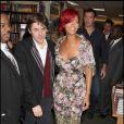 Rihanna signe les exemplaires de son livre à la librairie Barnes & Noble à New York, le 27 octobre 2010