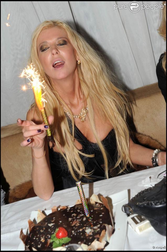 Tara Reid fête ses 35 ans au VIP Room Theatre, à Paris, le 9 novembre 2010.