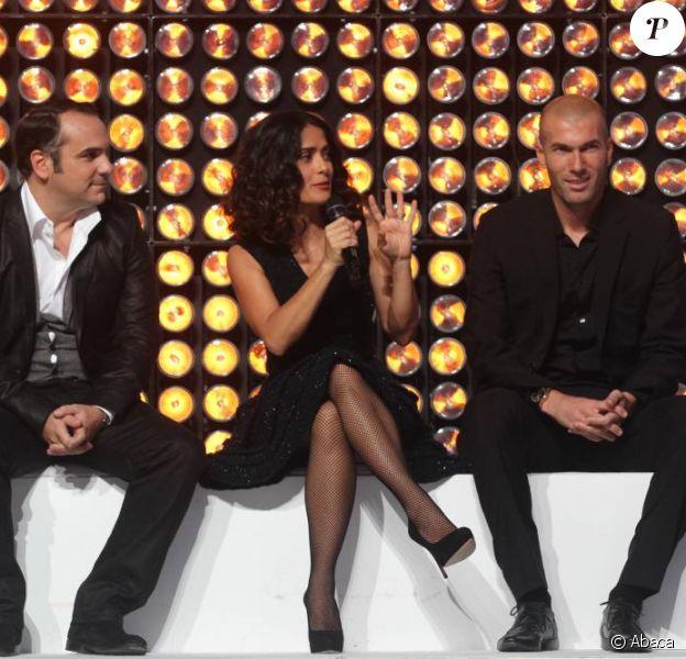 Frnçois-Xavier Demaison, Salma Hayek et Zinedine Zidane dans le show tv Les Stars se dépassent pour ELA, le 13 novembre 2010 à Paris