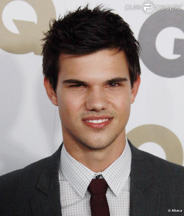 Taylor lautner à la soirée du magazine GQ le 17 novembre 2010.
