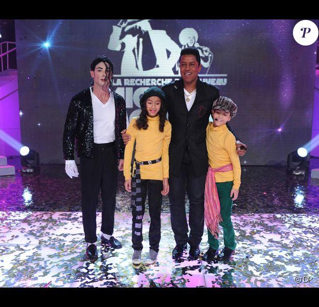 Jermaine Jackson et les trois vainqueurs dans A la recherche du nouveau Michael Jackson