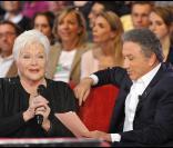 Line Renaud durant l'enregistrement de l'émission Vivement Dimanche, diffusée le 28 novembre 2010 sur France 2.