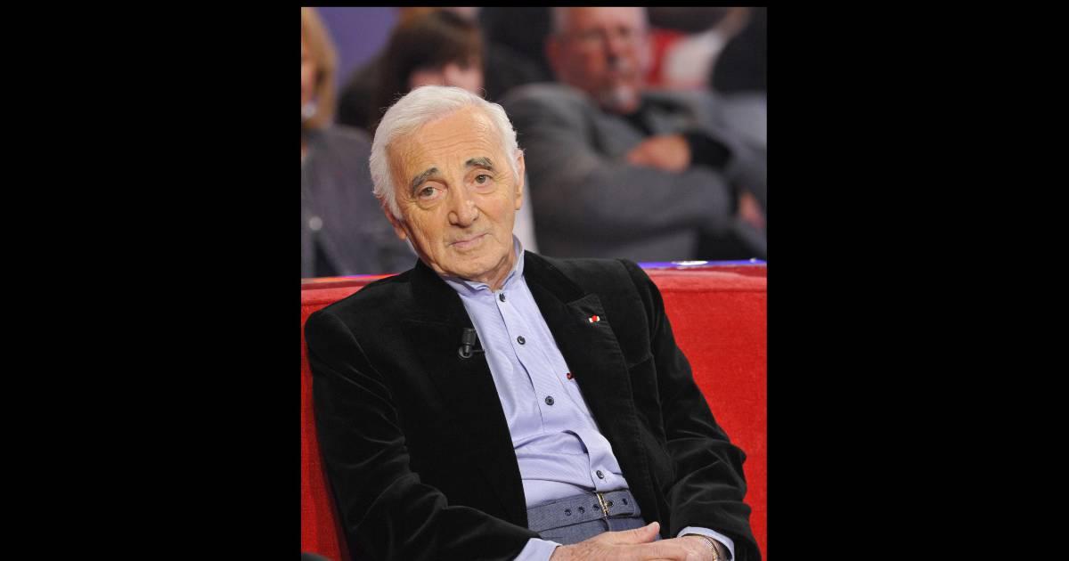 charles aznavour lors de l 39 enregistrement de vivement. Black Bedroom Furniture Sets. Home Design Ideas