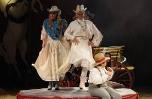Jeane Manson : Superbe en famille sur la scène du cirque Bouglione !