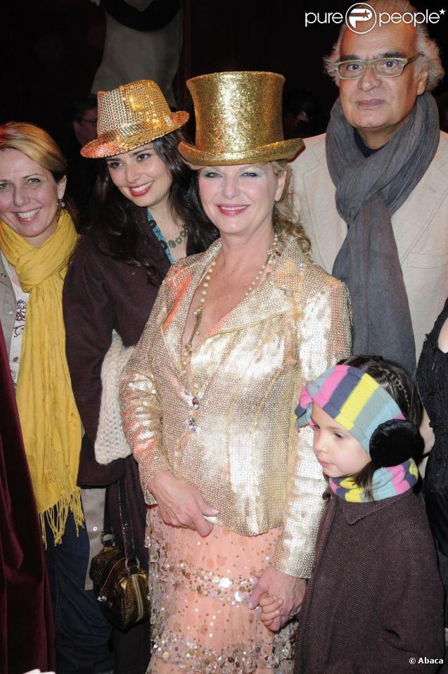 Jeane Manson, sa fille Shirel et André Djaoui (père de Shirel) au cirque Bouglione, le 27 novembre 2010.