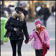 Catherine Zeta-Jones avec sa fille Carys à New York le 8 décembre 2010