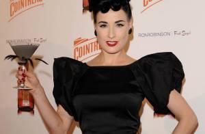 La belle Dita von Teese, en total look black, vous invite à trinquer...
