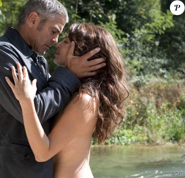 Des images de George Clooney et Violante Placido, dans The American, sorti en 2010.