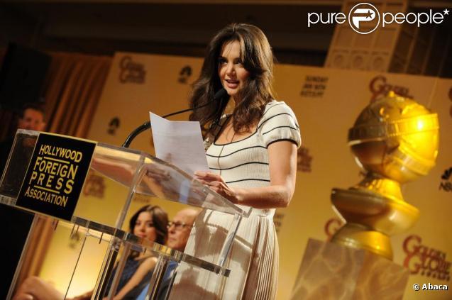 Katie Holmes, qui présente la liste des nommés pour les Golden Globes 2011.