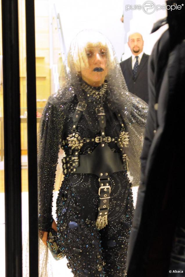 Lady Gaga fait du shopping à Milan, le 3 décembre 2010