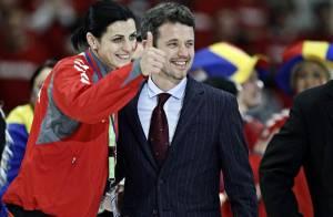 Frederik de Danemark délaisse Mary, enceinte, et console les handballeuses !