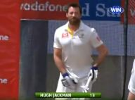Hugh Jackman à nouveau ridiculisé... en voulant jouer au cricket !