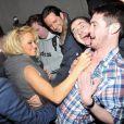 Pamela Anderson, attendue par ses fans hystériques à la sortie de son hôtel à Liverpool en fin décembre 2010
