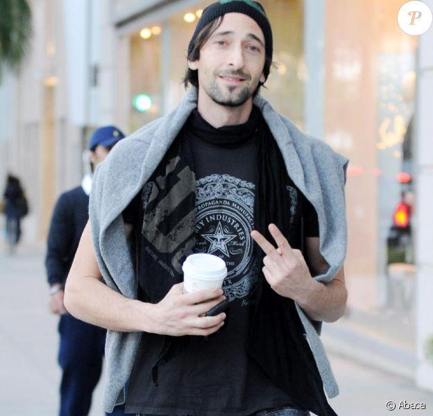 Adrien Brody fait du shopping à Los Angeles, le 12 janvier 2011.