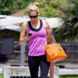 Anna Kournikova entretient son corps d'athlète avec à son bras le Birkin d'Hermès, version orange.