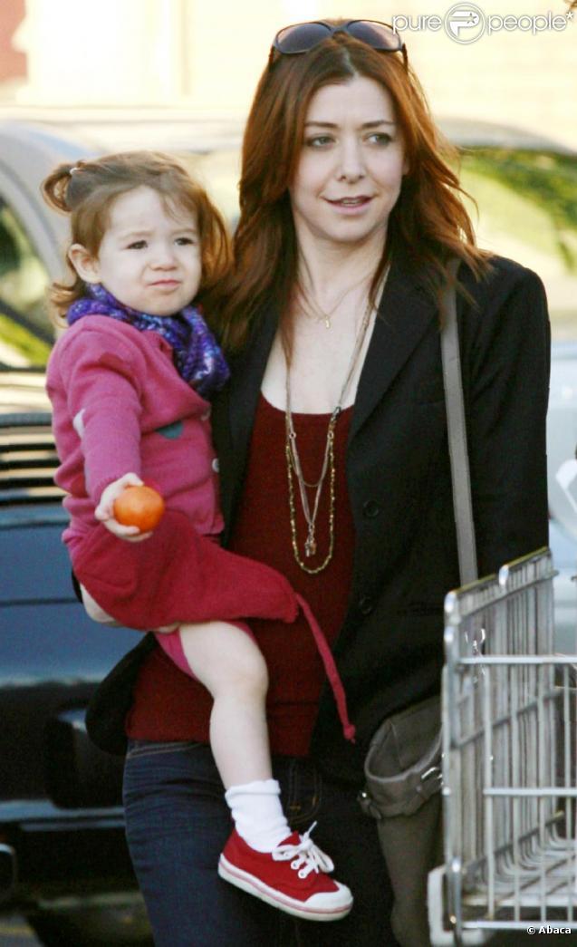 Alyson Hannigan en famille, à Santa Monica le 10 janvier 2011