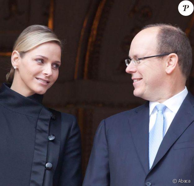 Charlene Wittstock et le prince Albert suivent la messe prononcée pour la Sainte-Dévote, le 27 janvier 2011, à Monaco.